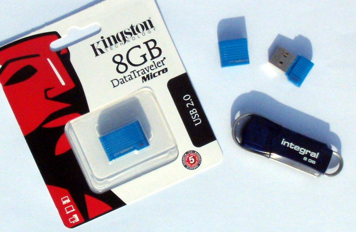Photo : la clé USB préformatée avec DoudouLinux et les cordelettes décoratives